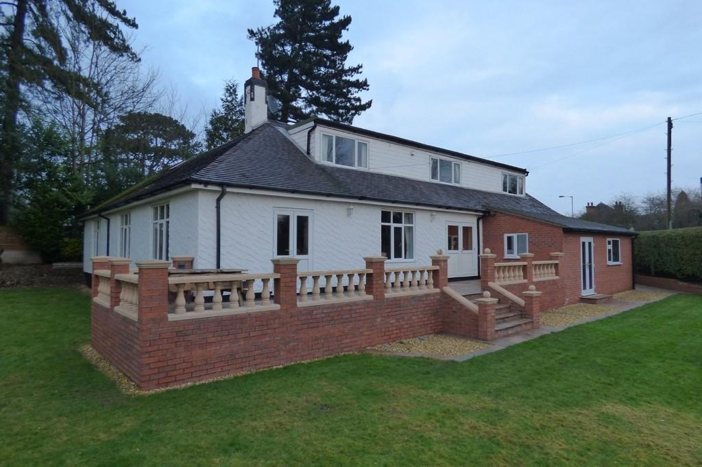 6 Bedrooms Detached House for sale in Holly Cottage, Uttoxeter, Staffordshire