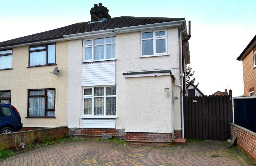 3 Bedrooms Semi Detached House for sale in Boyton Road, Ipswich, Suffolk