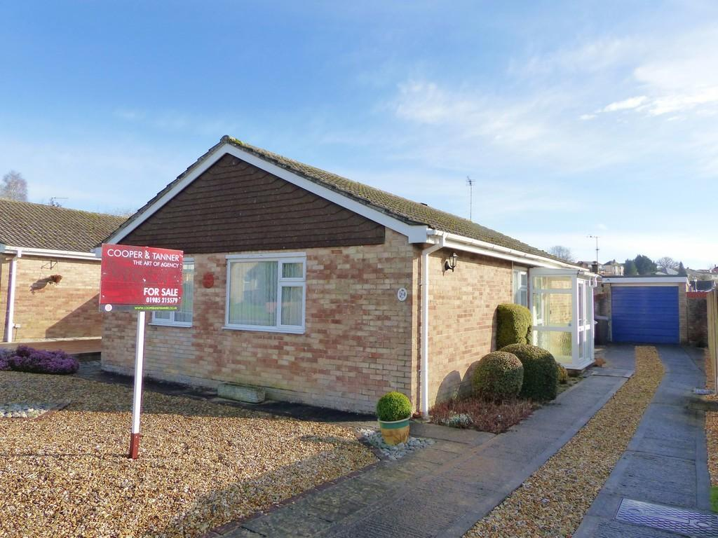 3 Bedrooms Detached Bungalow for sale in Ebble Crescent, Warminster