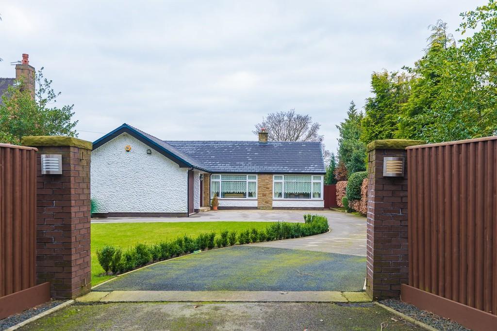 2 Bedrooms Detached Bungalow for sale in Barnfield, Burrows Lane, Eccleston Lane Ends, Prescot