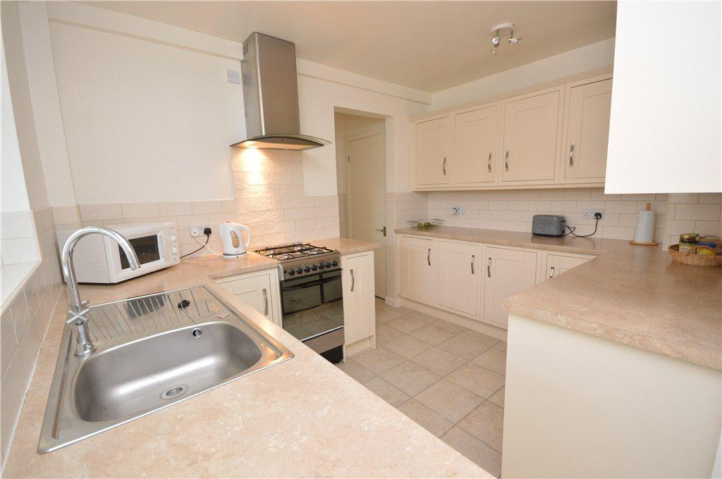 3 Bedrooms Terraced House for sale in Cragside Walk, Kirkstall, Leeds