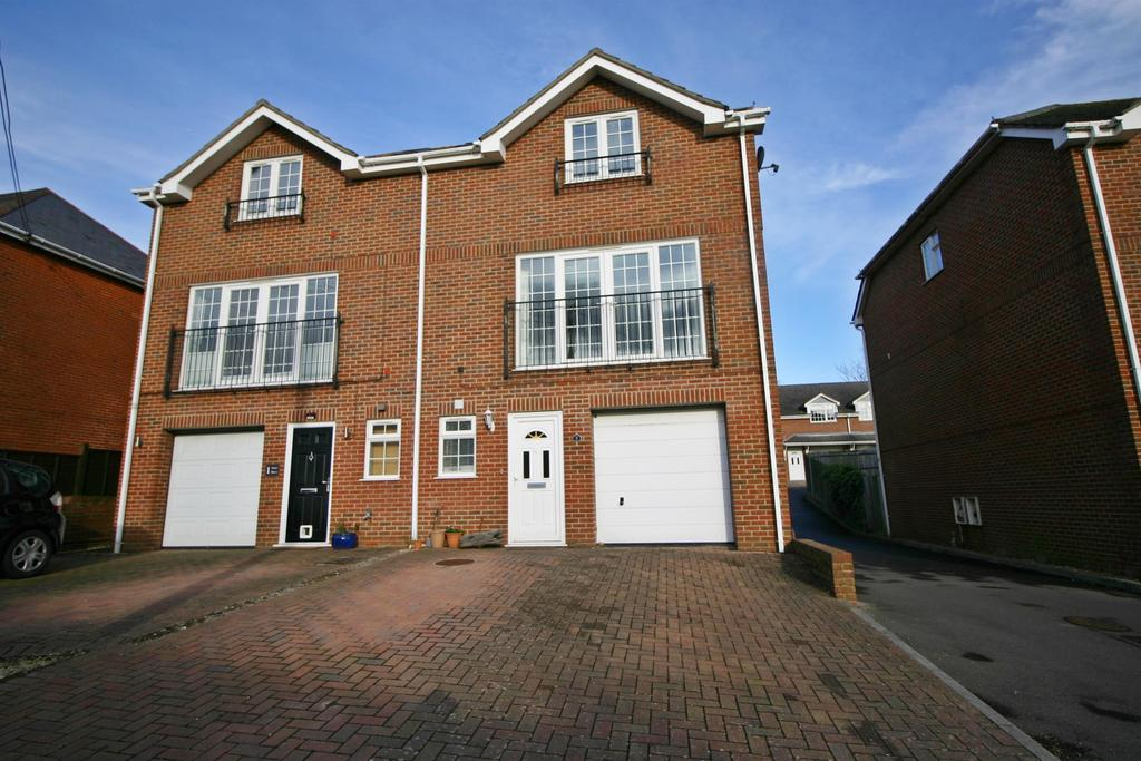 4 Bedrooms Semi Detached House for sale in New Road, Netley Abbey, Southampton, SO31 5HL
