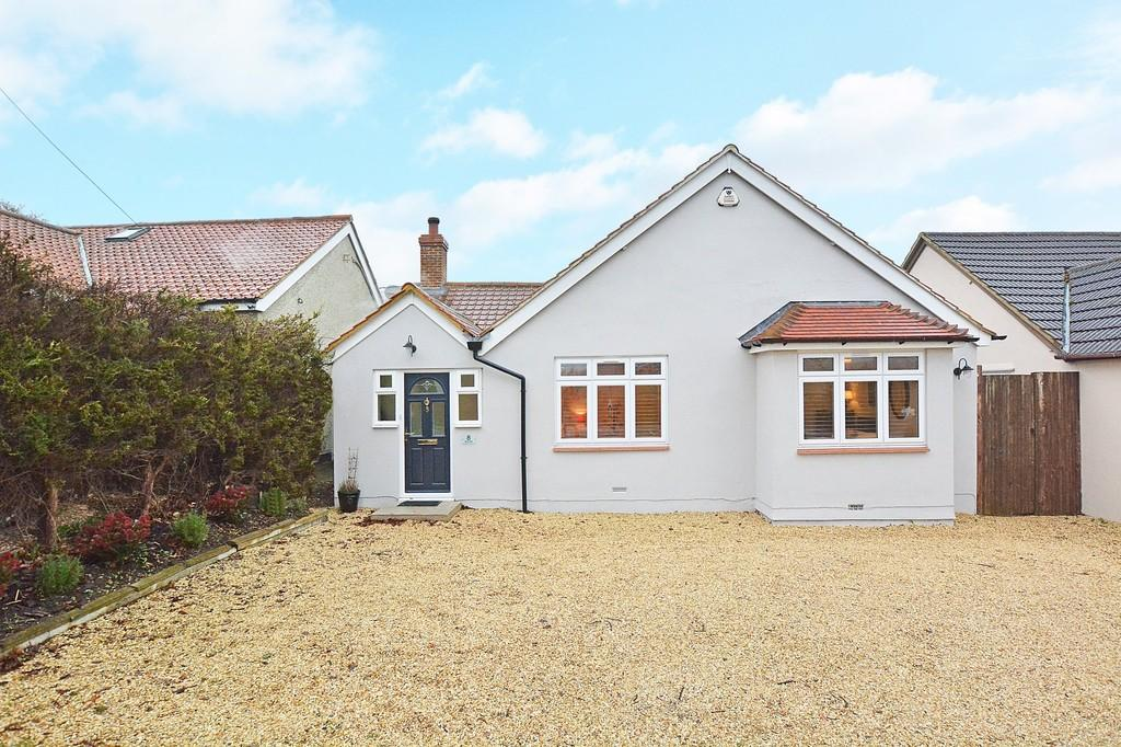 3 Bedrooms Detached Bungalow for sale in Elm Hill, Normandy