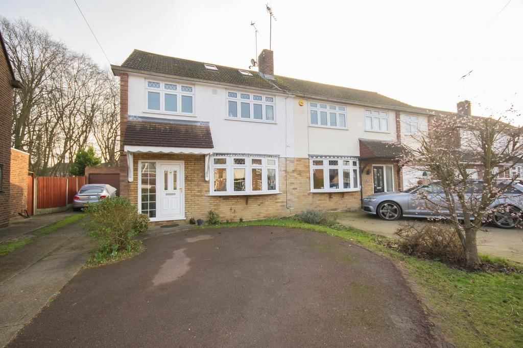 4 Bedrooms Semi Detached House for sale in Woodland Avenue, Hutton, Brentwood, Essex, CM13