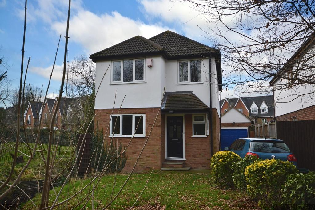 4 Bedrooms Detached House for sale in Ives Gardens, Romford, RM1