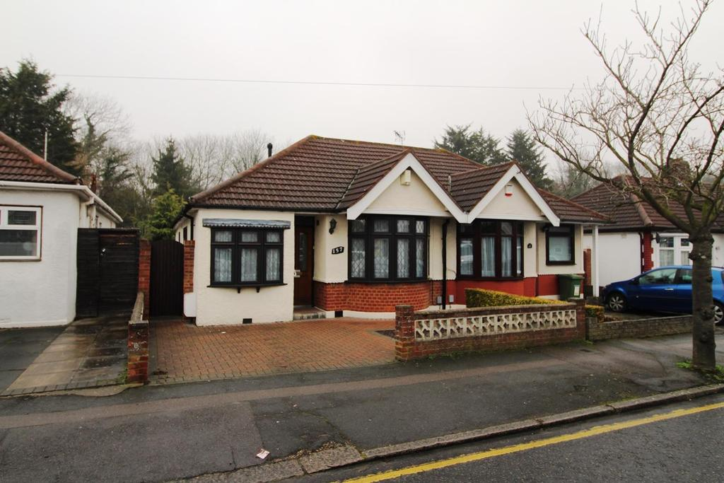 3 Bedrooms Semi Detached Bungalow for sale in Howard Road, Upminster, Essex, RM14