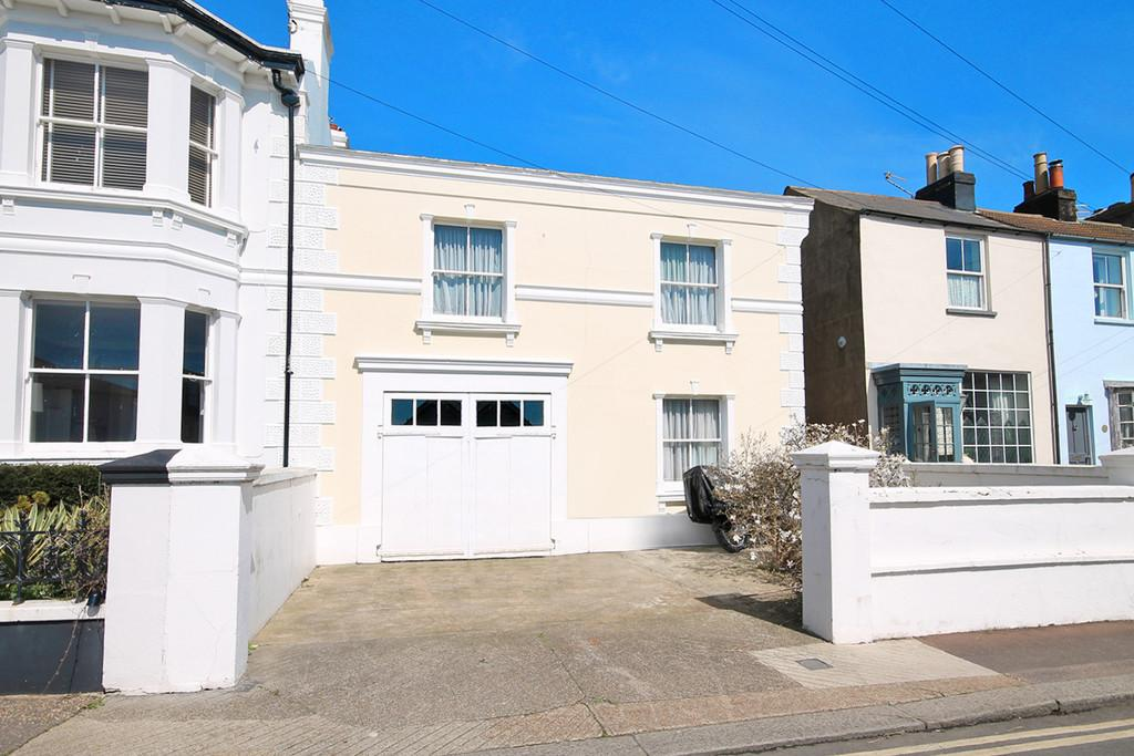 4 Bedrooms Semi Detached House for sale in New Road, Shoreham-by-Sea, BN43 6RA