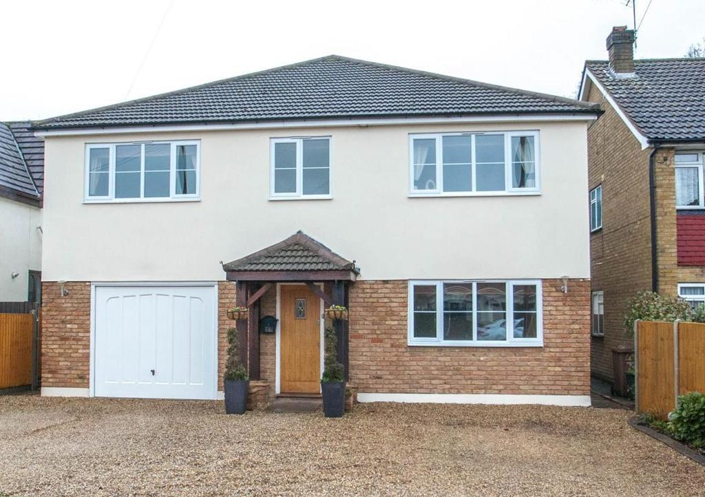 5 Bedrooms Detached House for sale in Harpers Lane, Doddinghurst, Brentwood, Essex, CM15