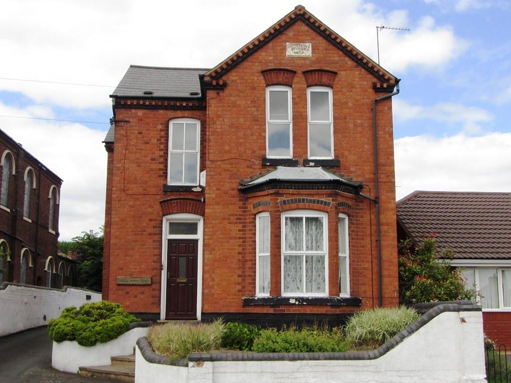 4 Bedrooms Flat for sale in Bell End, Rowley Regis