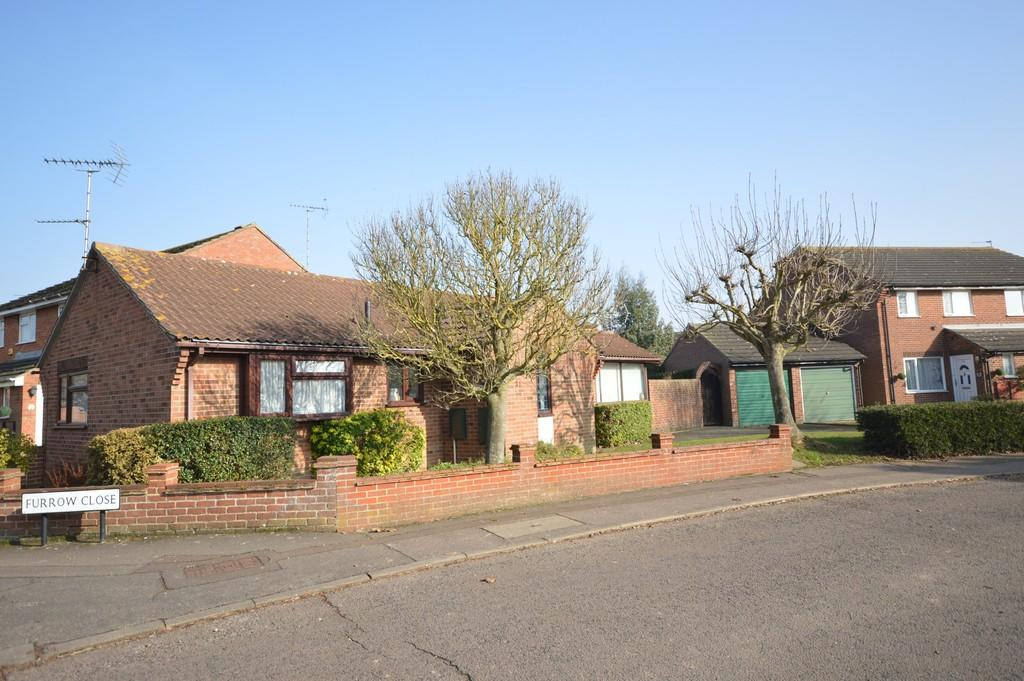 2 Bedrooms Detached Bungalow for sale in Ploughmans Headland, Stanway