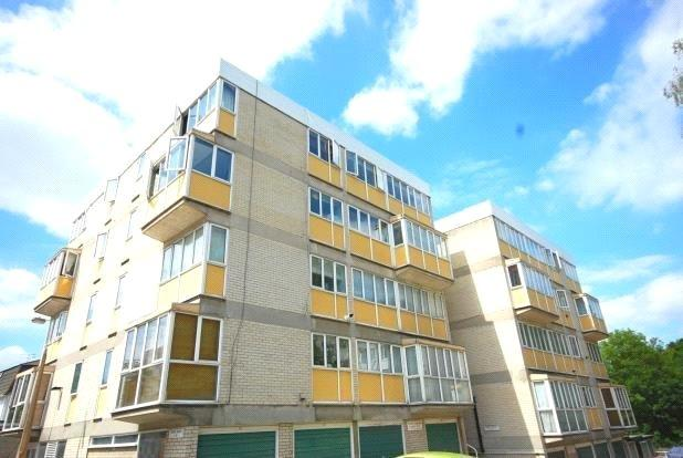 2 Bedrooms Apartment Flat for sale in Forres House, Cameron Close, Brentwood, Essex, CM14