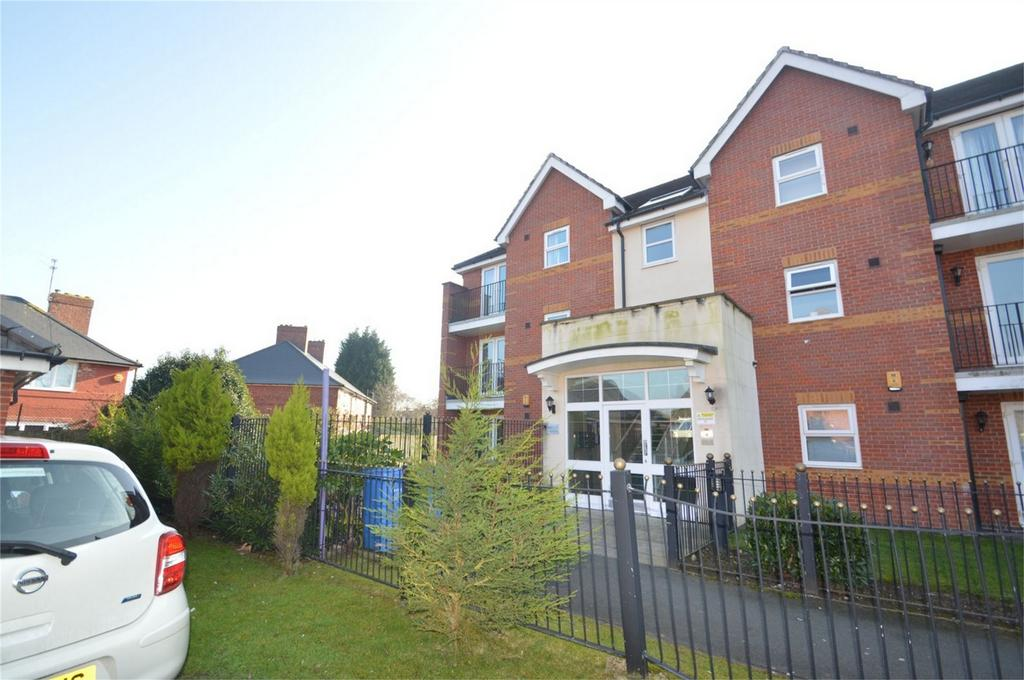 2 Bedrooms Flat for sale in Oakcliffe Road, MANCHESTER
