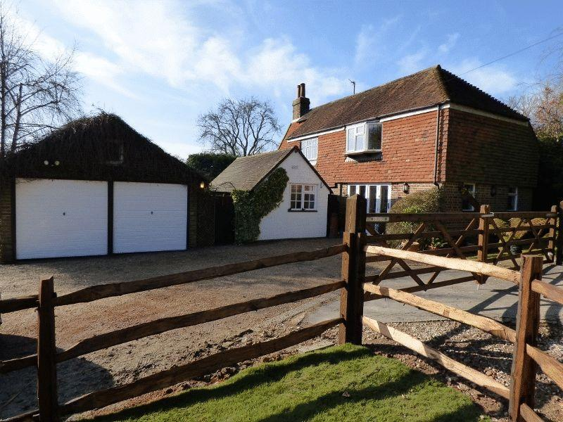 4 Bedrooms Detached House for sale in Ardingly Road, Cuckfield