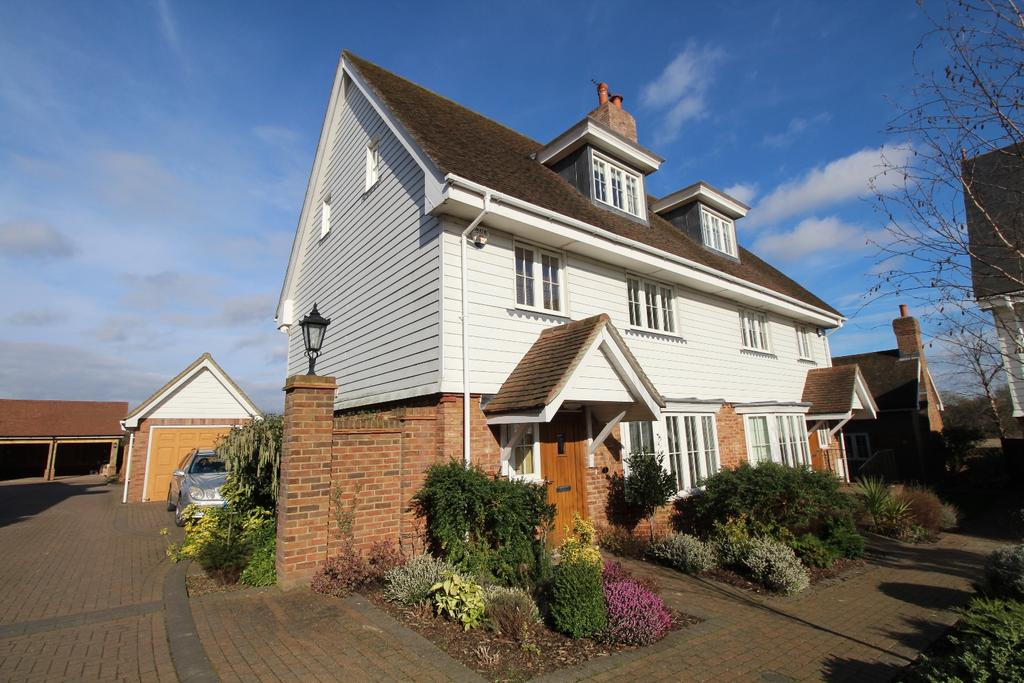 4 Bedrooms Semi Detached House for sale in Chaplin Court Sutton At Hone DA4