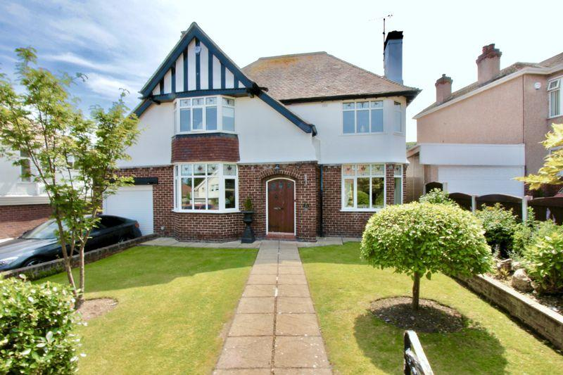 3 Bedrooms Detached House for sale in Clwyd Avenue, Prestatyn