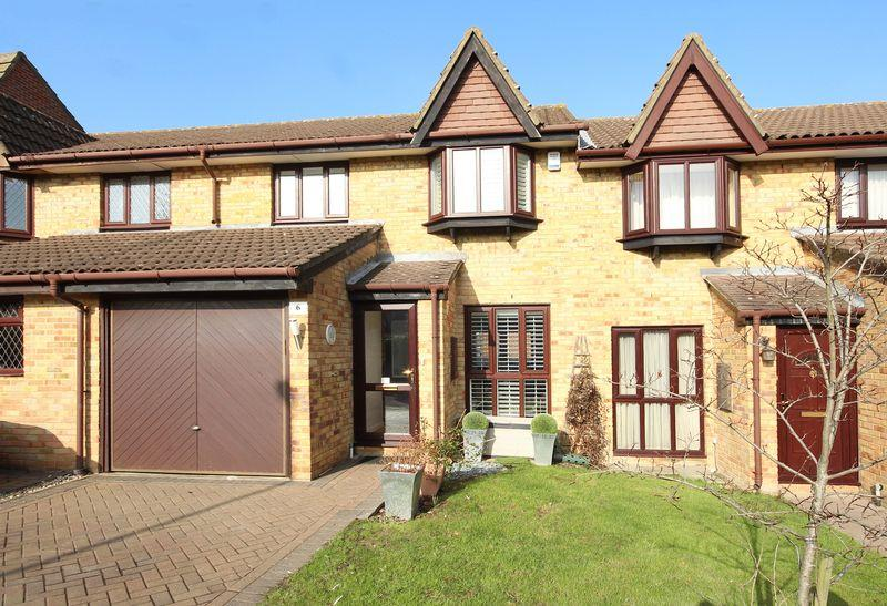 3 Bedrooms Terraced House for sale in Shirley Oaks Village