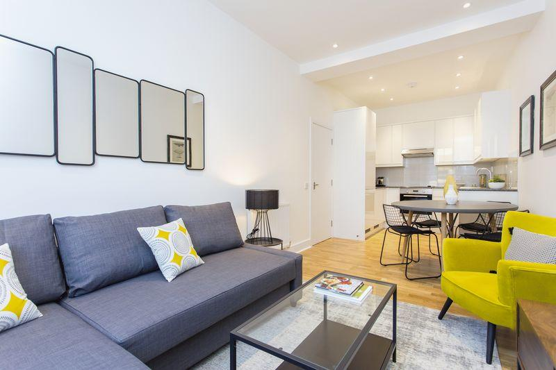 2 Bedrooms Flat for sale in Mercatus Court , Hewison Street, Bow