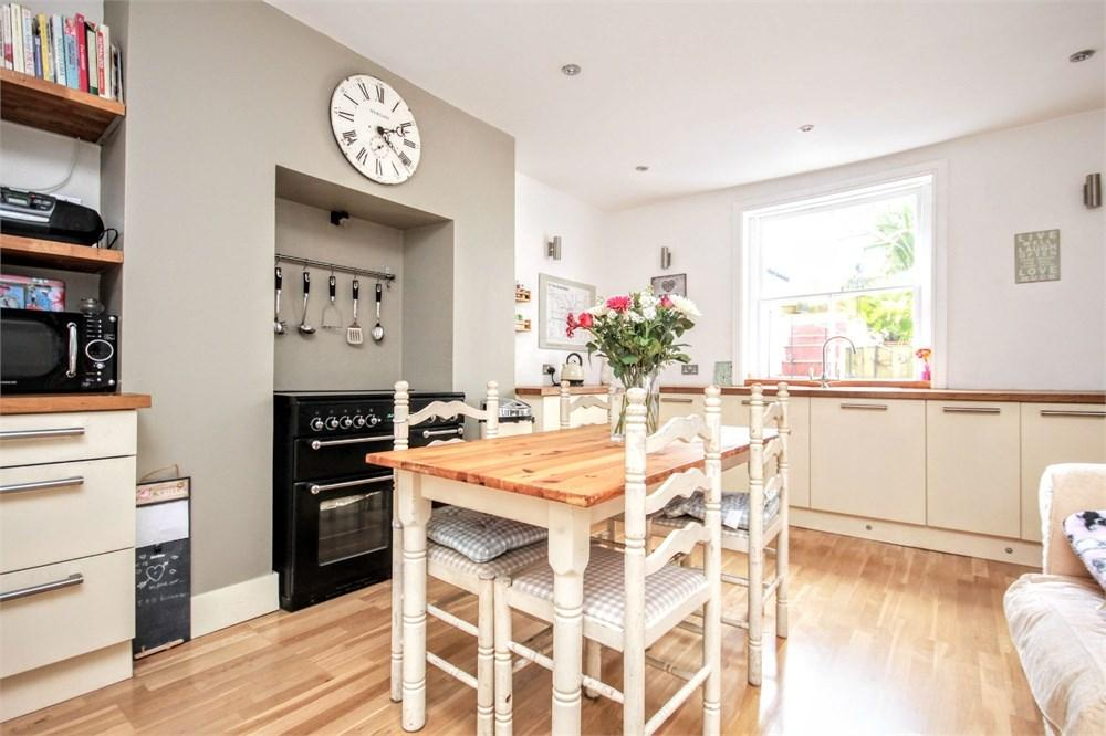 2 Bedrooms Flat for sale in Clermont Road, BRIGHTON, BN1