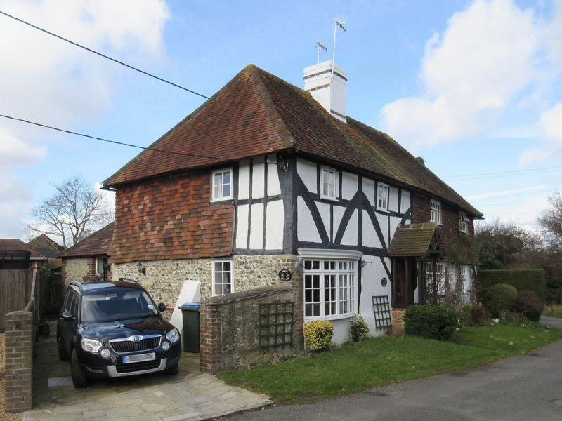2 Bedrooms Semi Detached House for sale in Hyde Street, Upper Beeding