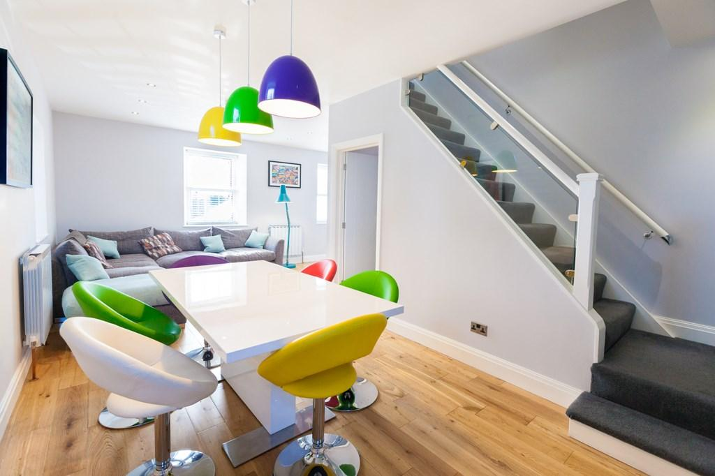 2 Bedrooms Semi Detached House for sale in Victoria Avenue, St. Sampson, Guernsey