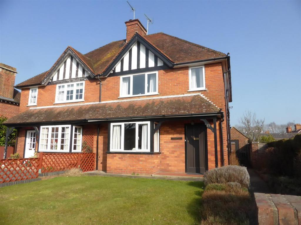 3 Bedrooms Semi Detached House for sale in Reading Road, Pangbourne, Berkshire