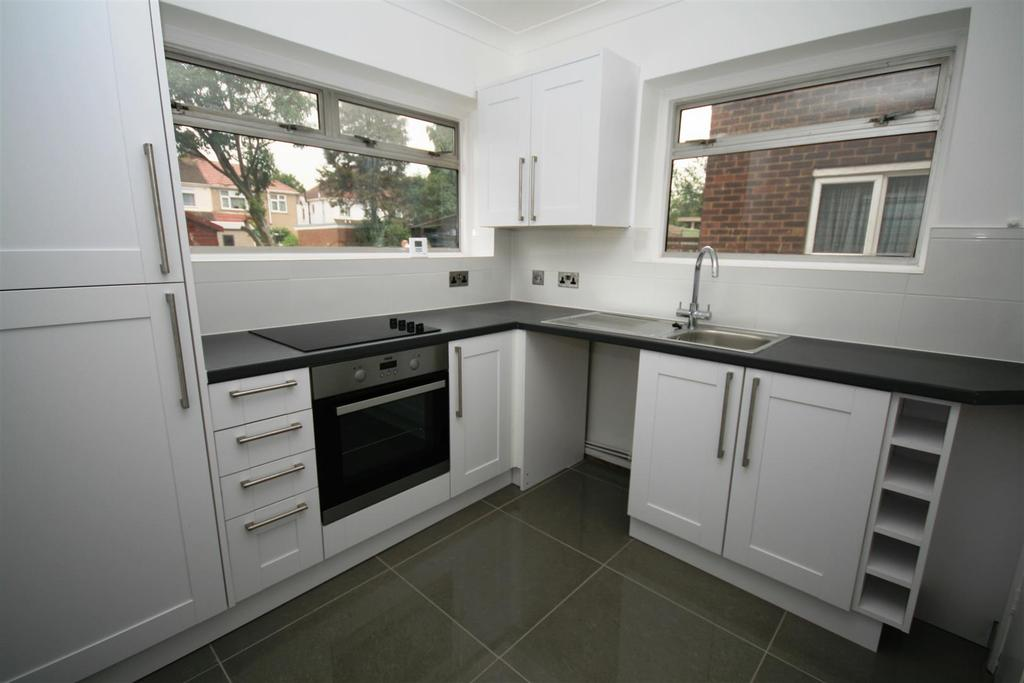 2 Bedrooms Flat for sale in Fairey Avenue, Hayes