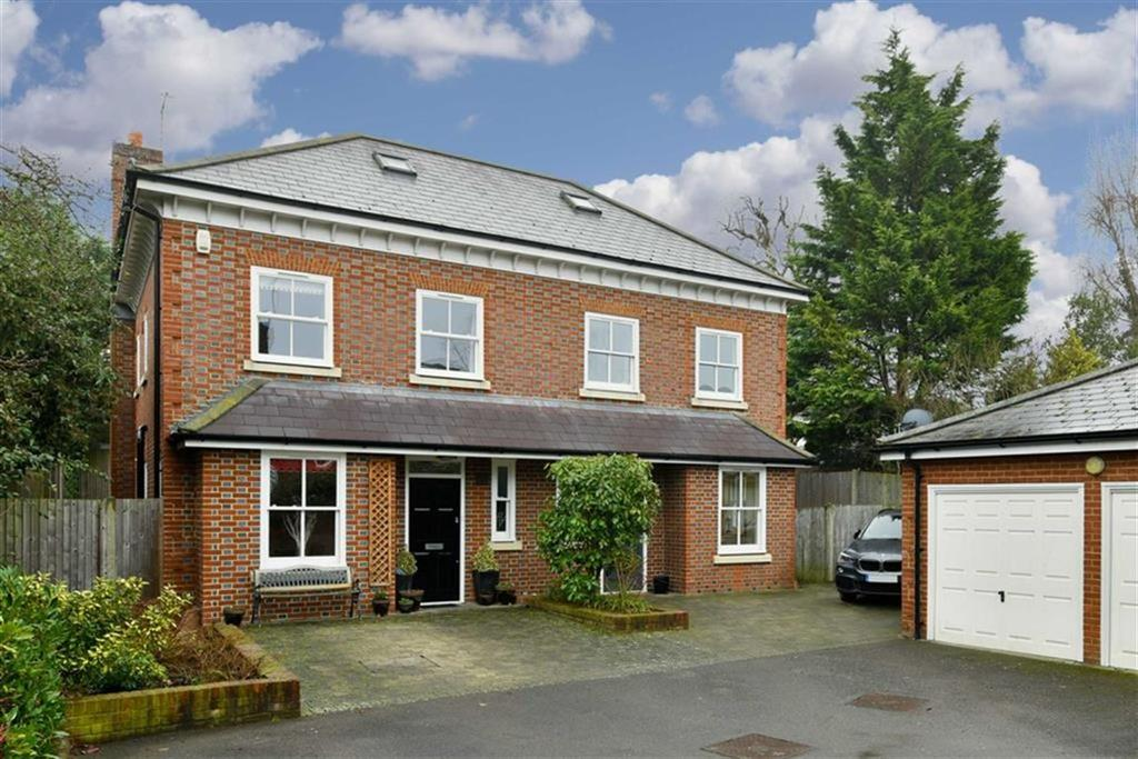 4 Bedrooms Semi Detached House for sale in Clemson Mews, Epsom, Surrey