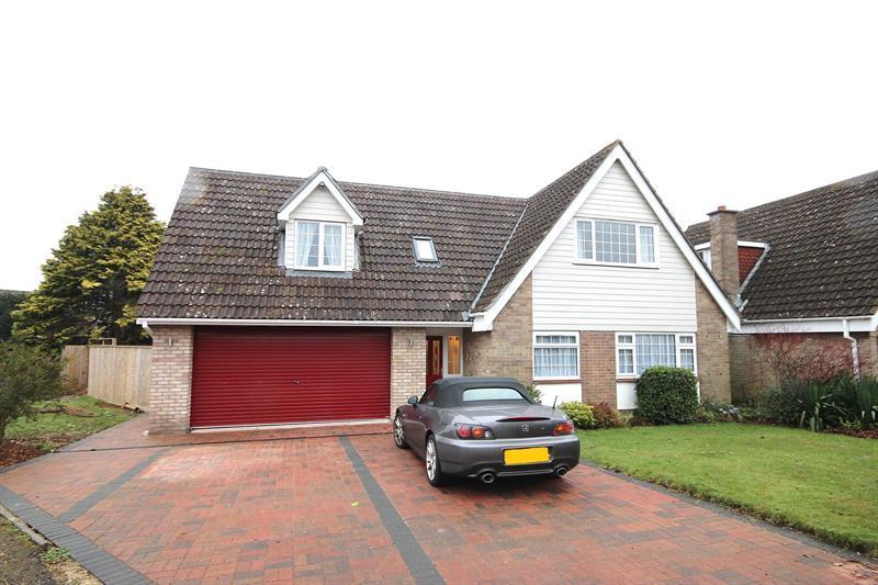 4 Bedrooms Detached House for sale in Cobham Way, Merley, Wimborne