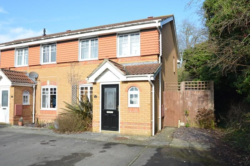 3 Bedrooms End Of Terrace House for sale in Lilac Close, Andover