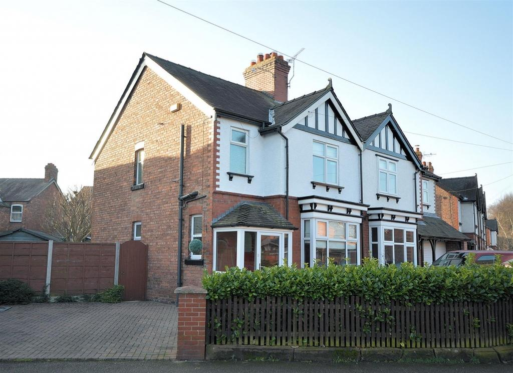 3 Bedrooms Semi Detached House for sale in Marsh Green Road, Elworth, Sandbach