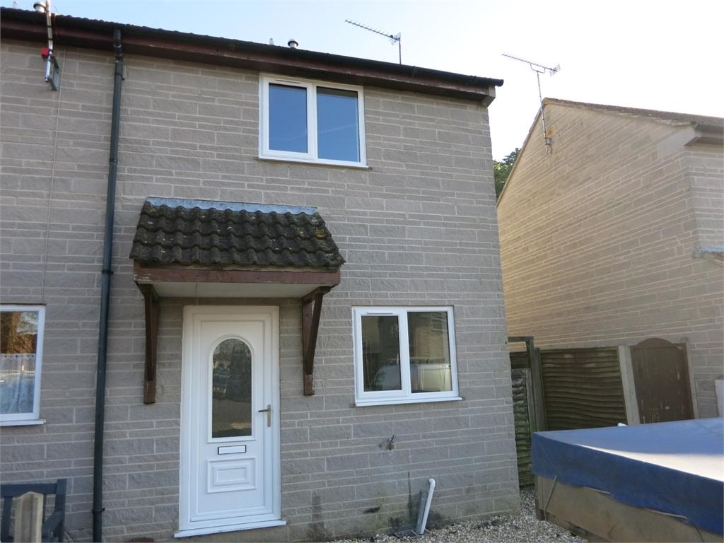2 Bedrooms House