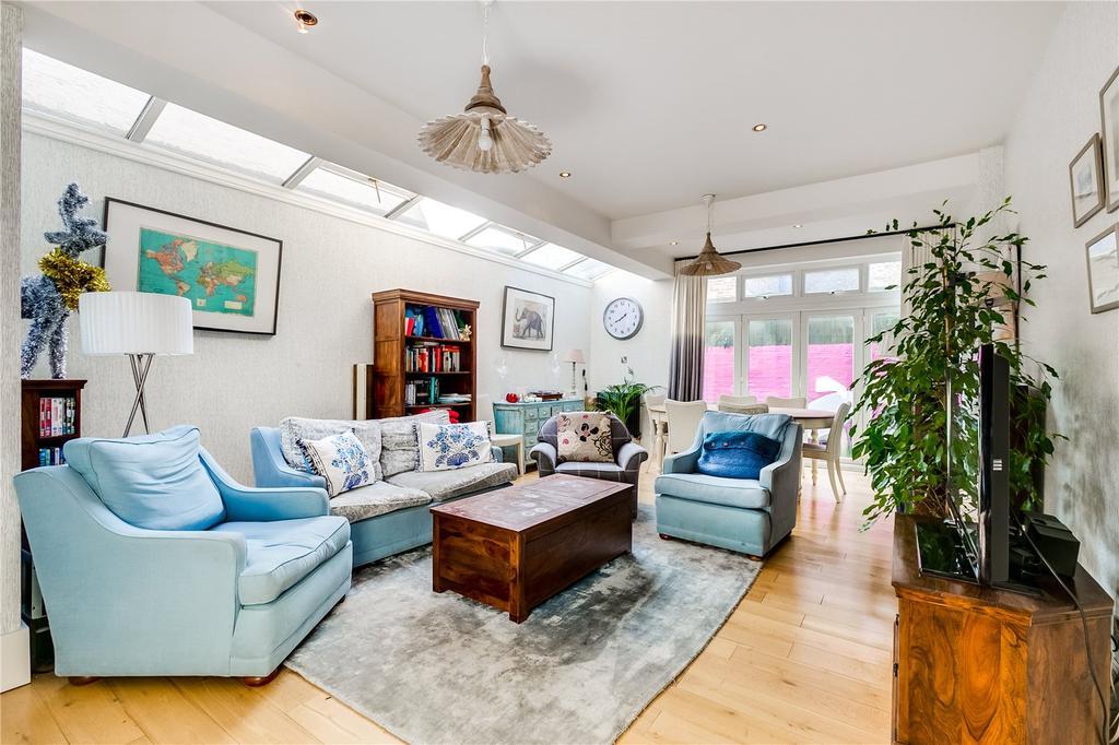 3 Bedrooms Flat for sale in Fabian Road, Fulham, London