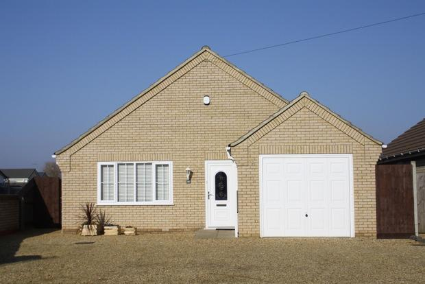 3 Bedrooms Detached Bungalow for sale in Robingoodfellows Lane, March, PE15
