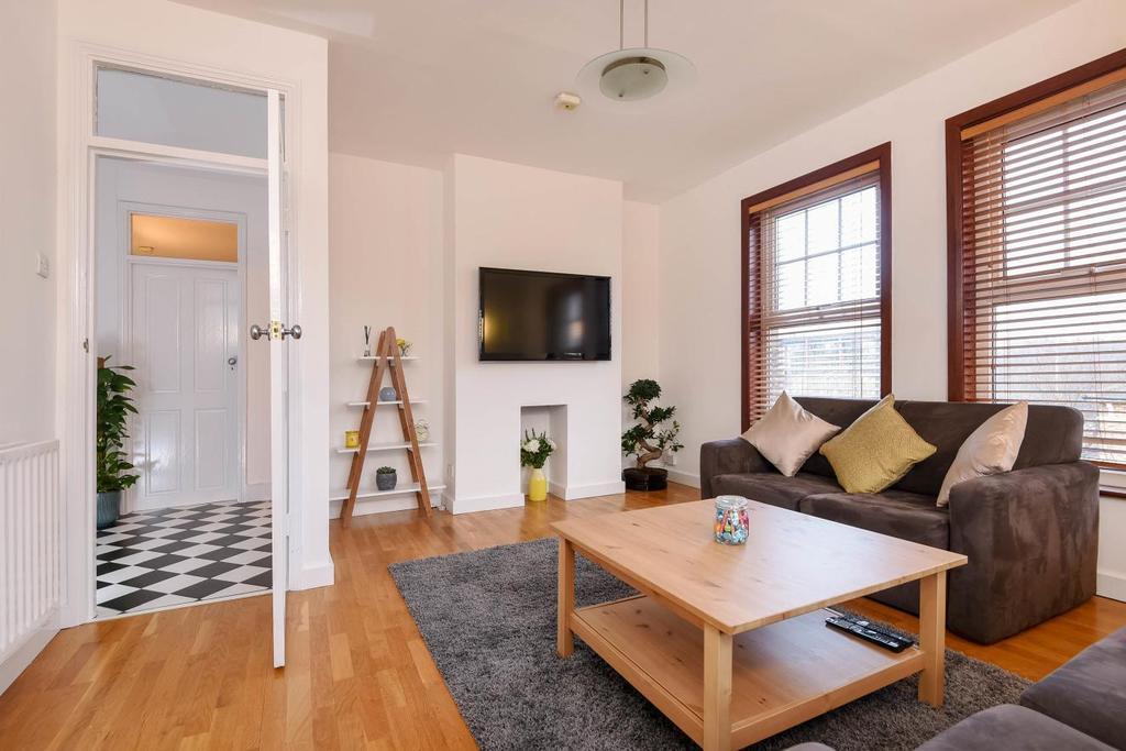 3 Bedrooms Flat for sale in Westcombe Hill, Blackheath, SE3
