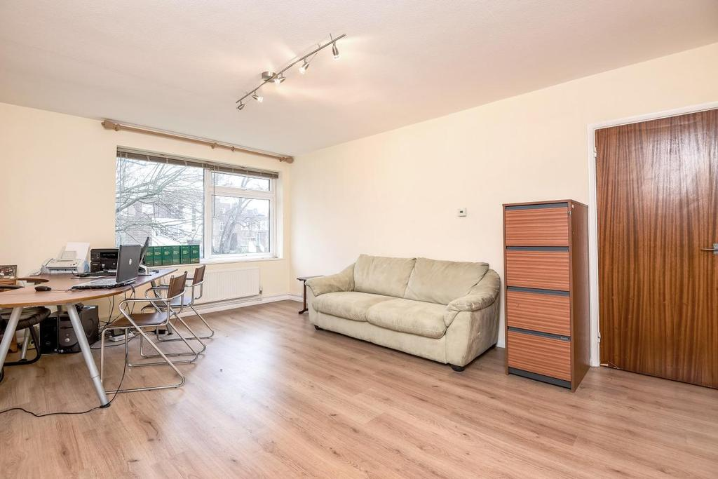 1 Bedroom Flat for sale in Pamela Court, Moss Hall Grove, North Finchley, N12