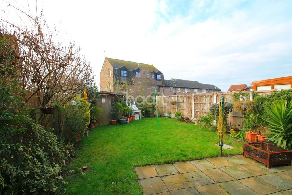 1 Bedroom Flat for sale in Woodcotes, Shoeburyness