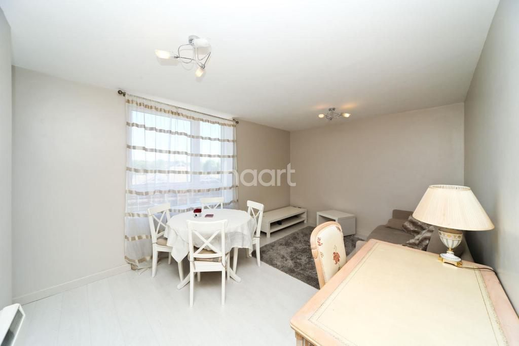 2 Bedrooms Flat for sale in Close To Ealing Broadway