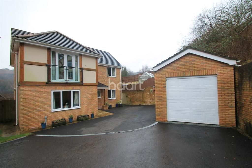 4 Bedrooms Detached House for sale in Woodside Walk, Cross Keys, Wattsville