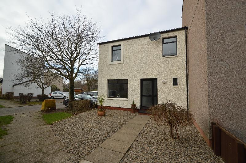 3 Bedrooms Terraced House for sale in Mid Rig, Irvine, North Ayrshire, KA11 1LS