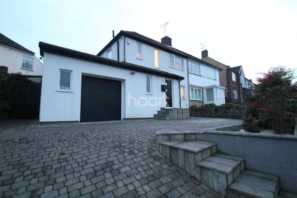 3 Bedrooms Semi Detached House for sale in Hawthorn Road, Strood