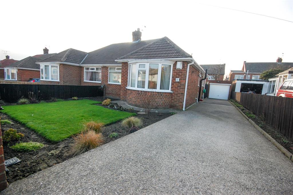 2 Bedrooms Semi Detached Bungalow for sale in Fairlawn Gardens, Sunderland