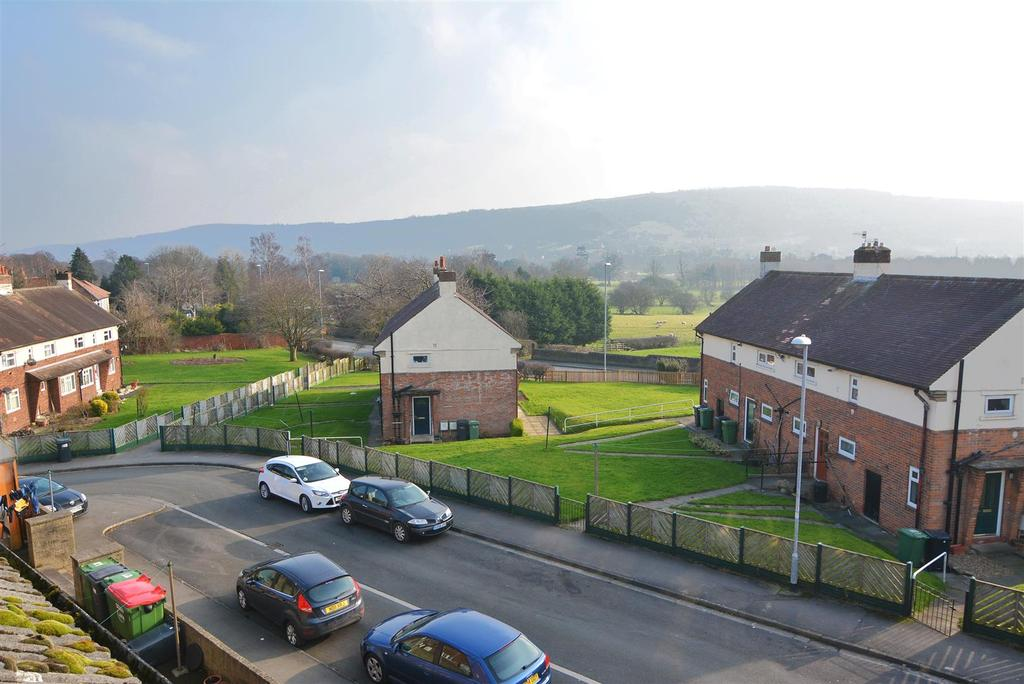 3 Bedrooms Maisonette Flat for sale in The Parade, Otley, Leeds