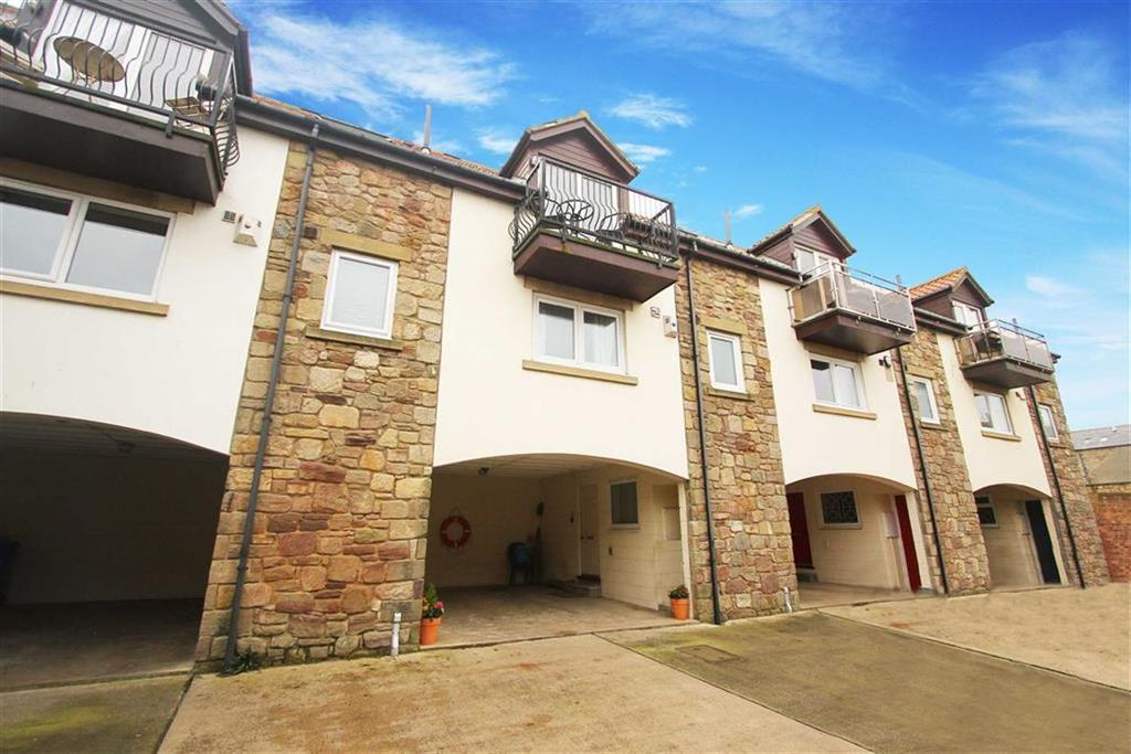 3 Bedrooms Terraced House for sale in Dawson Square, Seahouses