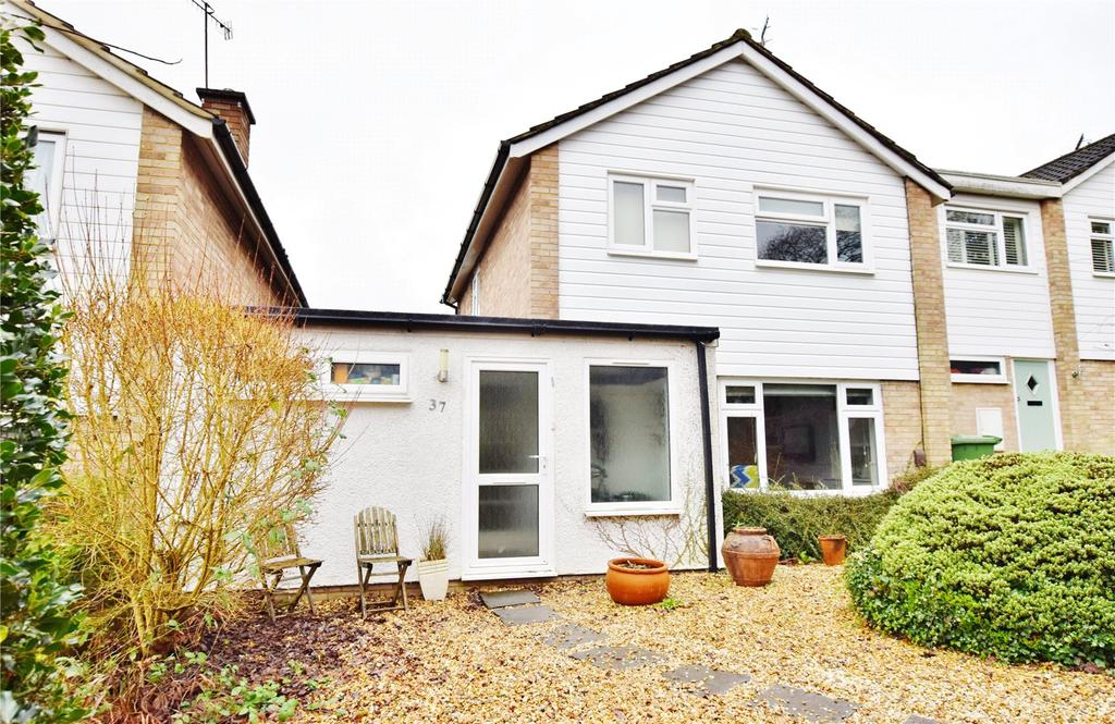 3 Bedrooms Detached House for sale in Finch Lane, Bushey, Hertfordshire, WD23