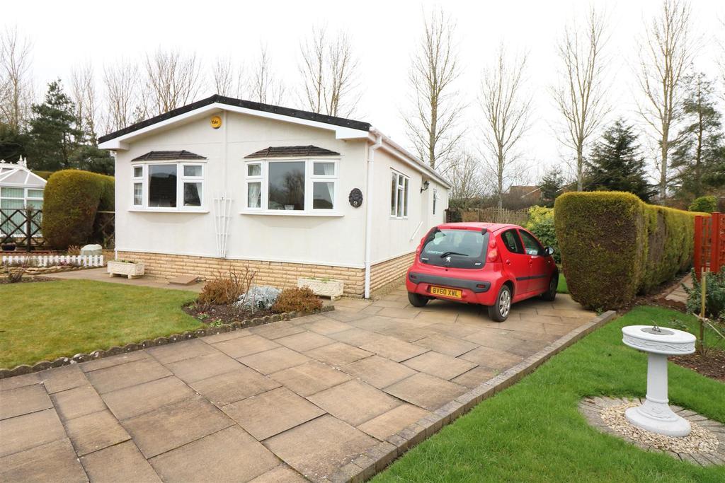 2 Bedrooms Detached Bungalow for sale in Chestnut Court Harbury Lane, Heathcote, Warwick