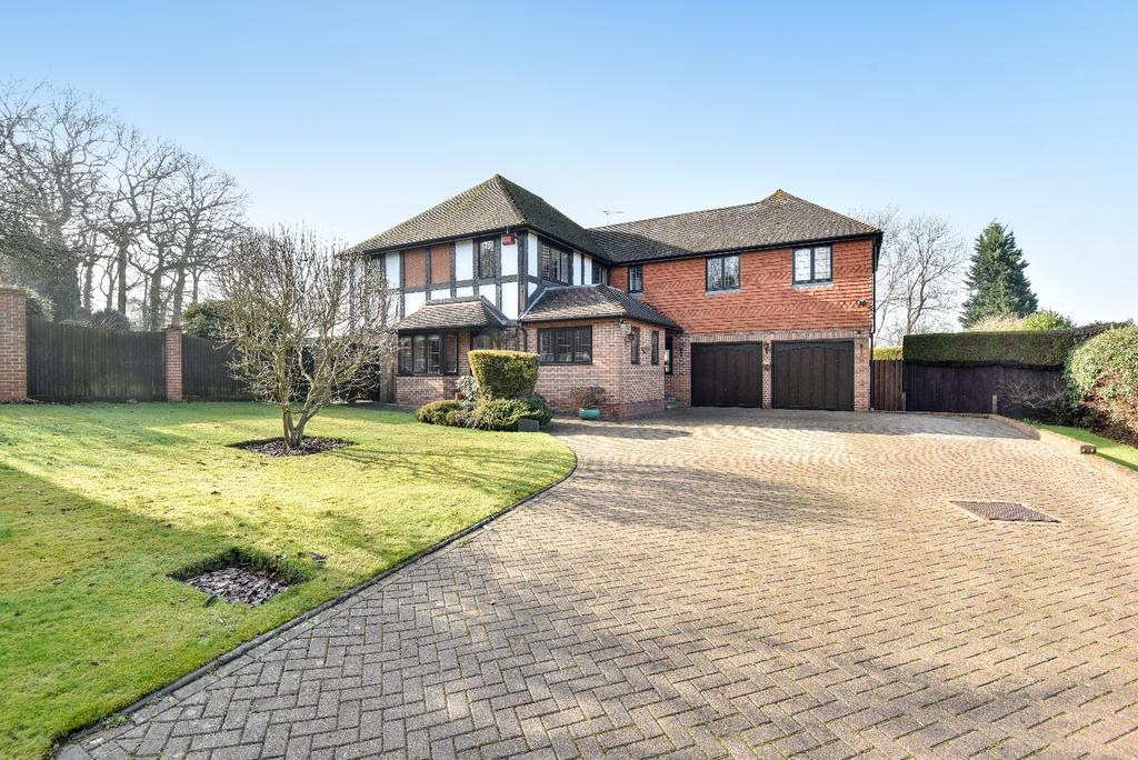 5 Bedrooms Detached House for sale in Lambardes Close Pratts Bottom BR6