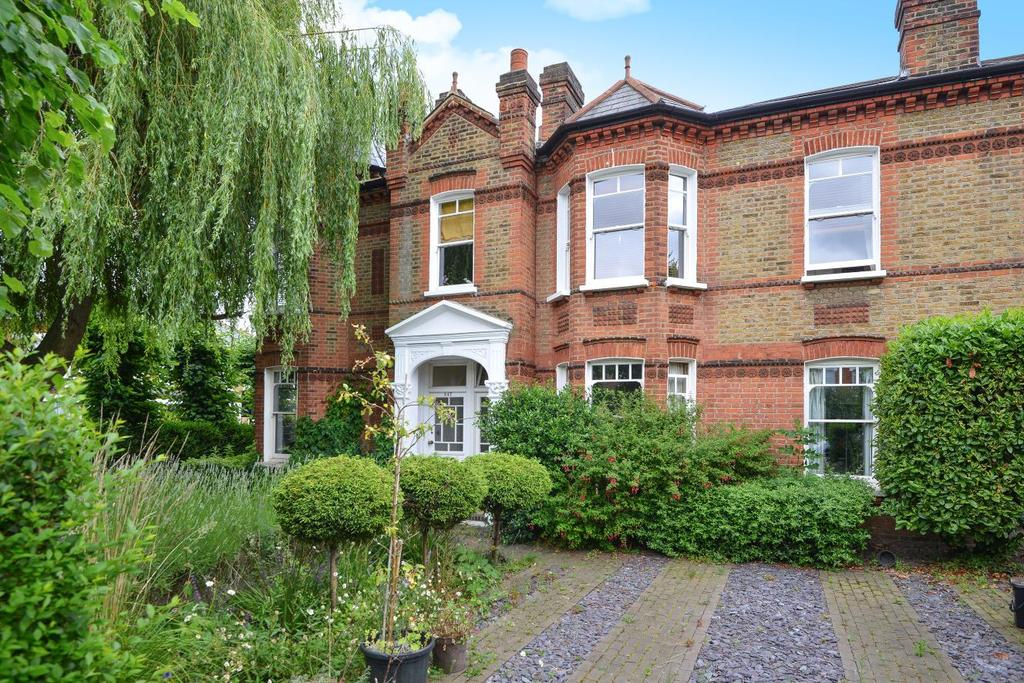 3 Bedrooms Maisonette Flat for sale in Croxted Road, Dulwich, SE21