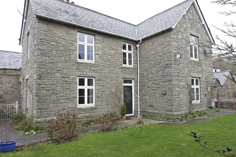 3 Bedrooms Semi Detached House for sale in Brecon Road, Crickhowell, Powys.