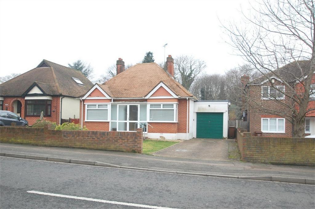 2 Bedrooms Detached Bungalow for sale in Maidstone Road, Rainham, Gillingham, Kent