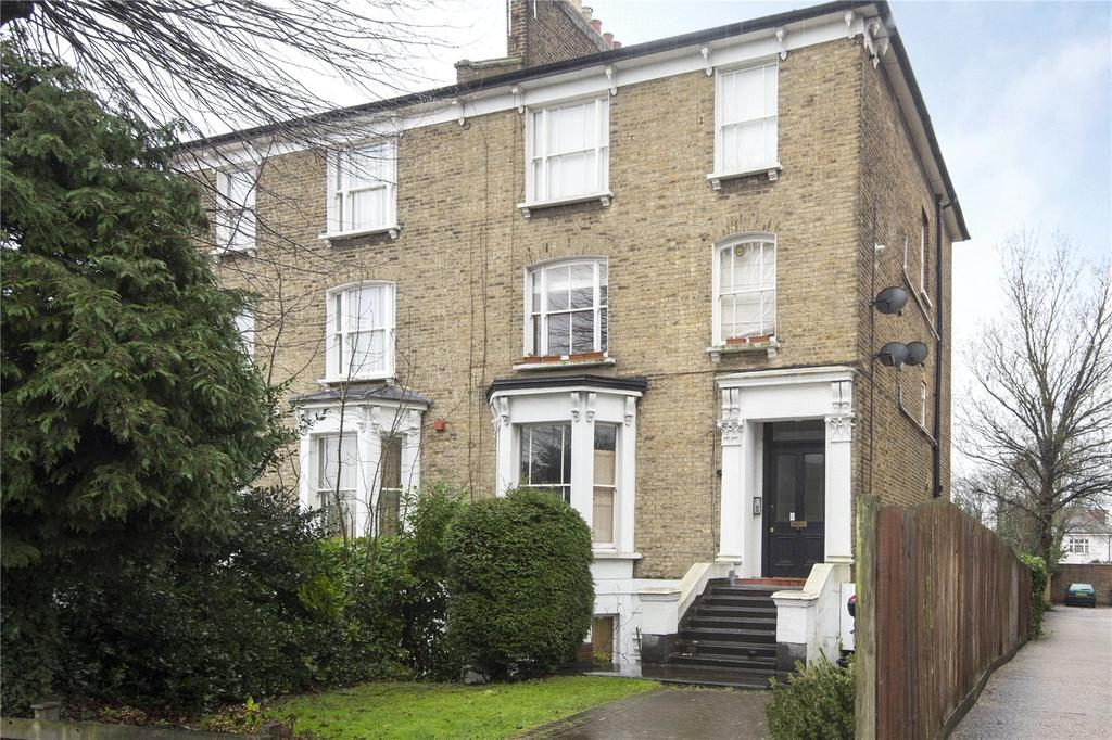 2 Bedrooms Flat for sale in Grosvenor Road, Wanstead, E11